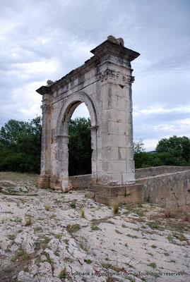 [NU002a-2016-0229] Saint-Chamas - Pont Flavien