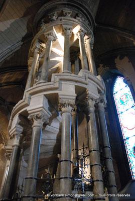 [NU002p-2016-0121] Dublin - Cathédrale Saint-Patrick : Escalier en colimaçon menant à l'orgue de la cathédrale (transept Nord)
