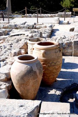 [NU905-2011-156] Cnossos (Crète) : Pithoi (grandes jarres)