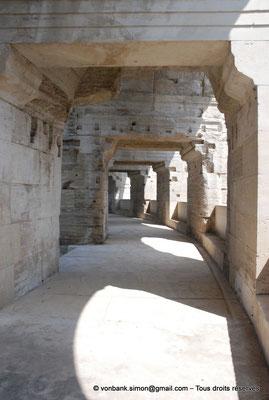 [NU001k-2018-0013] Arles (Arelate) - Amphithéâtre : Vue de la galerie extérieure du premier étage