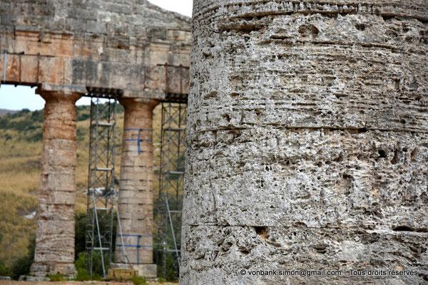 [NU906-2019-1399] Ségeste : Temple inachevé - Arrière de la face Est (vue prise depuis la face Ouest)