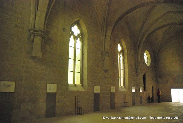[NU003-2017-075] 13 - La Roque d'Anthéron - Abbaye de Silvacane : Le réfectoire (XV° siècle) - Sous l'oculus, l'ouverture de la chaire du lecteur