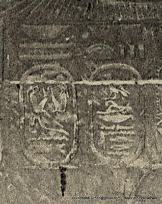 [NB086-1981-03b] Louxor - Temple d'Amon-Rê : Chambre de la barque d'Amon (détail paroi Est) - Cartouches d'Alexandre le Grand