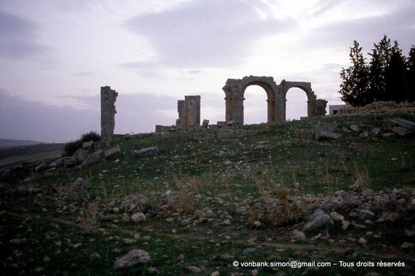 [004-1983-07] Ksour Abd el Malek (Uzappa) : Ruines de la basilique