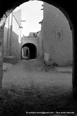 [NB050-1978-05] Temacine-Tamelhat - Rue avec passage couvert