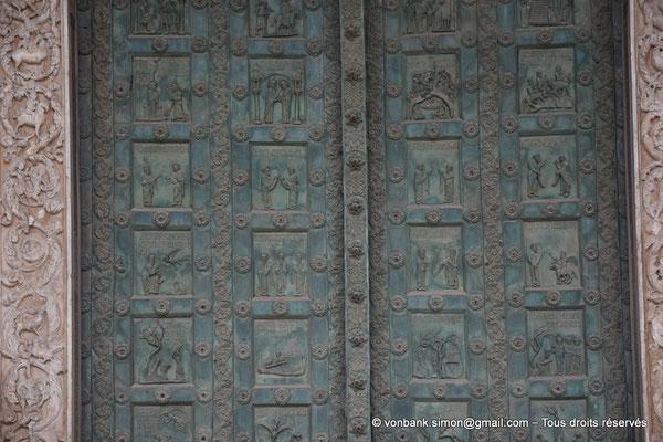 [NU906-2019-1684] Santa Maria Nuova (Monreale) : Vue partielle du portail principal (Portes de bronze, Bonanno Pisano XII°)
