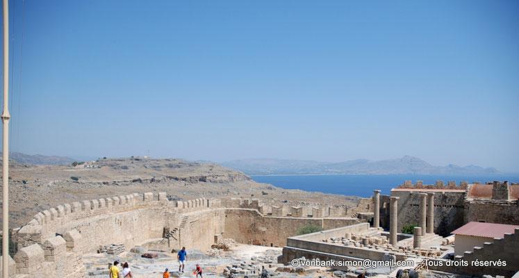 [NU901-2009-0134a] Lindos (Rhodes) : Rempart médiéval entourant l'Acropole (vue partielle)