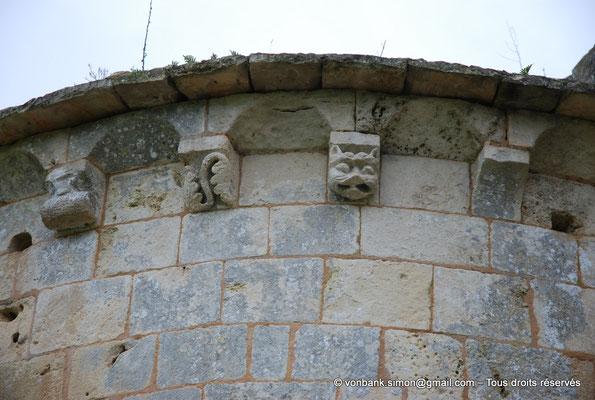 [NU904-2015-0042] 17 - Trizay - Prieuré Saint-Jean l'Évangéliste : Modillons de l'absidiole Sud