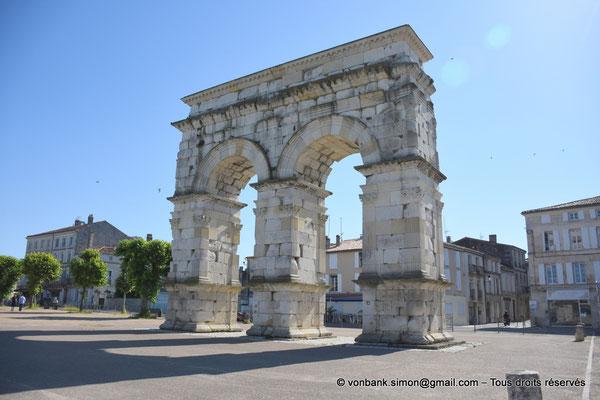[NU910-2020-2072] Saintes (Mediolanum Santonum) : L'arc votif (face Ouest)