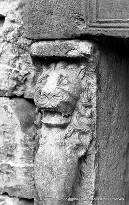 [NB059-1978-27] Djemila (Cuicul) : Marché de Cosinius - Jambage gauche d'un étal