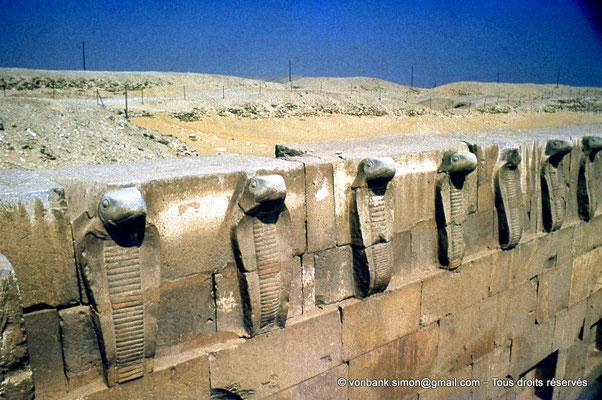 [087-1973-24] Saqqara - Djoser : Partie haute du mur aux cobras (détail)