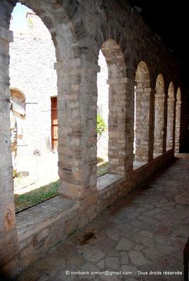 [NU902-2010-150] Butrint (Buthrotum) : Galerie extérieure du musée situé dans le château vénitien