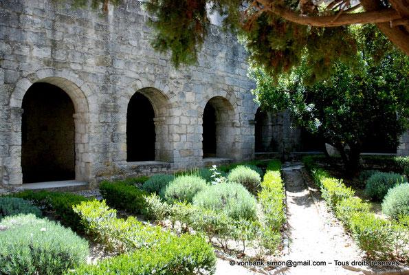 [NU003-2017-072] 13 - La Roque d'Anthéron - Abbaye de Silvacane : Cloître