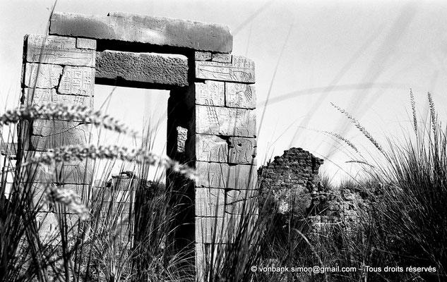 [NB075-1973-38] Karnak - Sanctuaires osiriens : Chapelle des divines adoratrices Nitocris Ire et AnkhNesNeferibRê