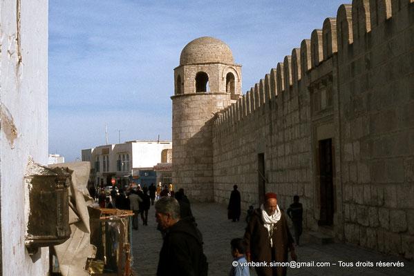 [011-197 -06] Sousse (Hadrumetum) : La Grande mosquée - Tour à coupole et muraille avec porte d'accès