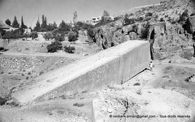 [NB071-1973-24] Baalbek : Carrière - Mégalithe pesant 1500 tonnes