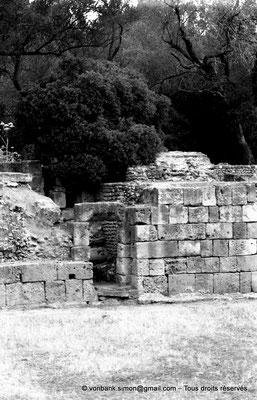 [NB036-1978-53] Tipasa de Maurétanie : Amphithéâtre - Porte sur l'arène (détail)