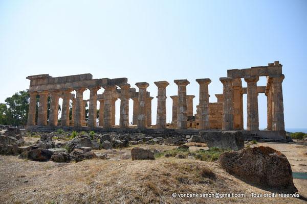 [NU906-2019-1456] Sélinonte - Temple E : Face Nord - Au premier plan, ruines du temple F