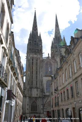 [NU002k-2016-0003] 29 - Quimper - Cathédrale Saint-Corentin : Façade occidentale (vue partielle prise depuis la rue Kéréon)