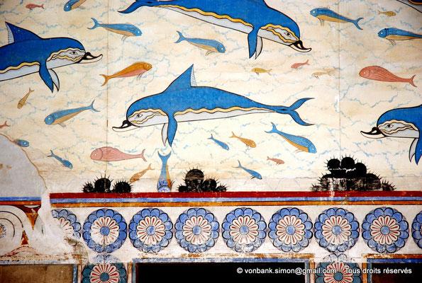 [NU905-2011-180] Cnossos (Crète) : Appartements de la reine : Mégaron (pièce principale) - Fresque des dauphins (détail)