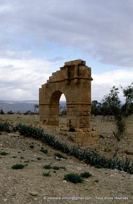 [007-1983-12] Kasserine (Cillium) : Arc de triomphe