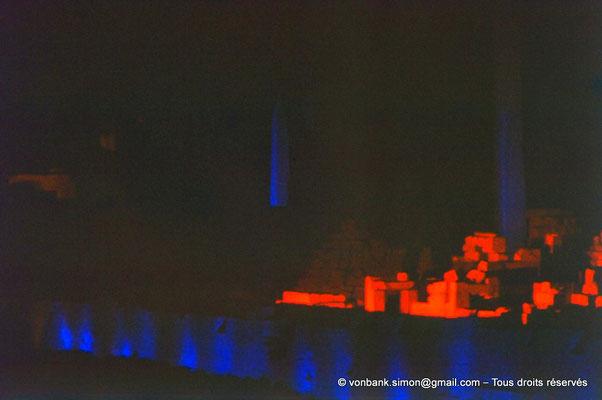 [081-1973-06] Karnak - Son et lumière : Ipet-Sout - Sanctuaire des barques sacrées - En arrière-plan, obélisques de Thoutmôsis Ier et d'Hatchepsout