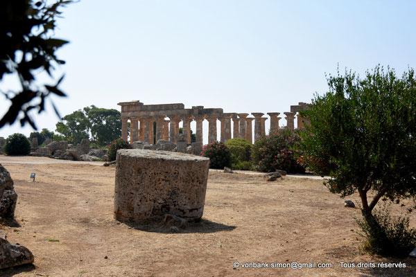 [NU906-2019-1453] Sélinonte - Temple E : Face Nord - Au premier plan, ruines du temple G