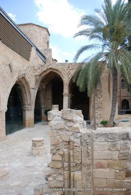 [NU905-2014-0319] Nicosie - Agia Sophia : Les deux travées des nefs du Sud et leur partie occidentale ruinée (ancienne église Saint-Nicolas)