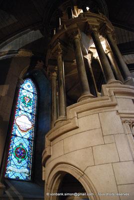 [NU002p-2016-0122] Dublin - Cathédrale Saint-Patrick : Escalier en colimaçon menant à l'orgue de la cathédrale (transept Nord)