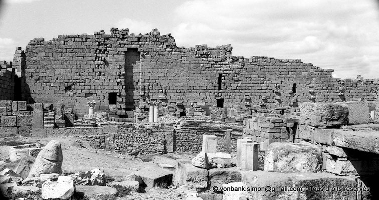 [NB056-1978-72] Timgad (Thamugadi) : Intérieur du fort - Muraille intérieure (Ouest)