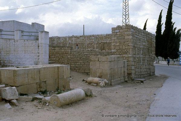 [009-1985-11] Teboursouk (Thubursicum Bure) : Citadelle byzantine - Base des pieds-droits de la Porte de l'Est