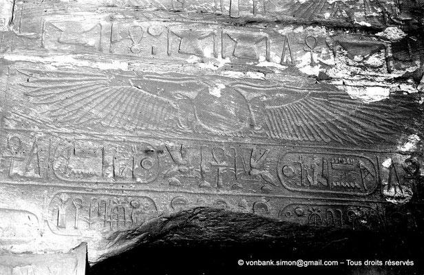 [NB075-1973-02] Karnak - Temple de Ramsès III : Chapelle d'Amon, linteau d'accès au local contiguë