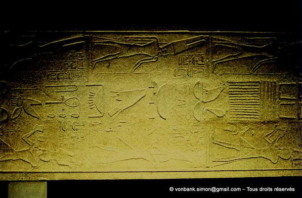 [081-1973-44] Karnak - Son et lumière : Morceau de l'obélisque couché au nom de la reine Hatchepsout