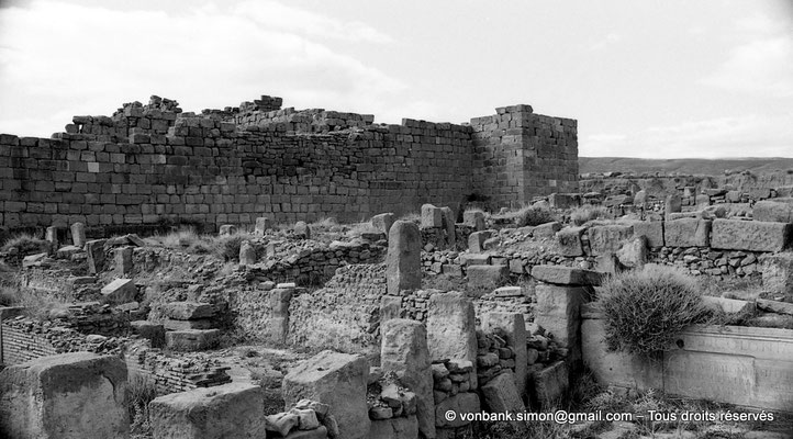 [NB056-1978-60] Timgad (Thamugadi) : Abords extérieurs du fort (face Nord)