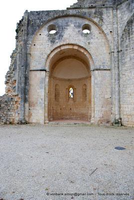 [NU904-2015-0010] 17 - Trizay - Prieuré Saint-Jean l'Évangéliste : Absidiole Nord située à gauche de la chapelle axiale