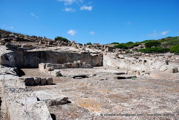 [NU904-2015-222] Tharros (Sardaigne) : Temple à plan de type Sémitique (à cour ouverte)