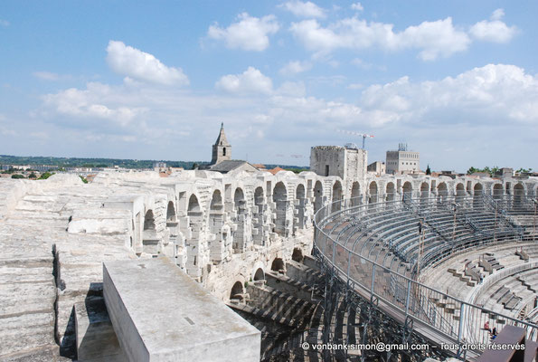 [NU001k-2018-0021] Arles (Arelate) - Amphithéâtre : Arcades supérieures