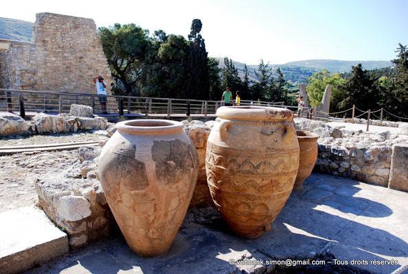 [NU905-2011-154] Cnossos (Crète) : Pithoi (grandes jarres)