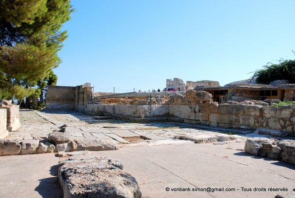 [NU905-2011-148] Cnossos (Crète) : Cour pavée de l'entrée occidentale