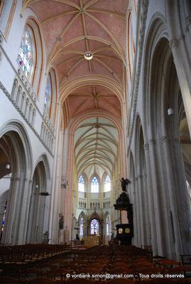 [NU002k-2016-0011] 29 - Quimper - Cathédrale Saint-Corentin : Nef et chœur