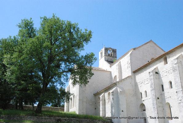 [NU003-2017-107] 13 - La Roque d'Anthéron - Abbaye de Silvacane : Chevet de l'église - Clocher carré - Dortoir à l'étage (façade Est)