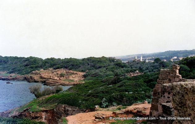 [C002-1990-06] Tipasa de Maurétanie : Vue du site depuis la grande basilique chrétienne