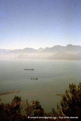 [071-1978-18] Corniche Kabyle : Béjaïa - Bateaux au mouillage