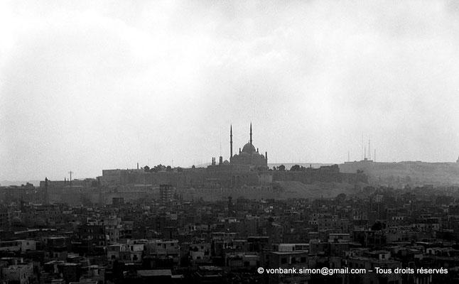 [NB073-1973-79] Le Caire : Mosquée Ibn Toulon : Depuis sa terrasse, vue sur la mosquée de Mohamed Ali Pacha