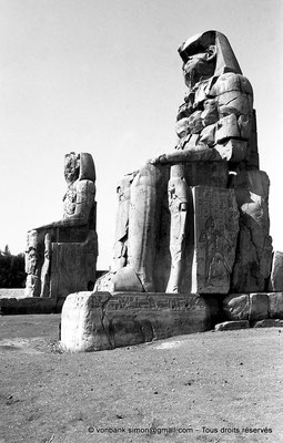 [NB086-1981-13] Temple funéraire d'Amenhotep III : Colosses de Memnon