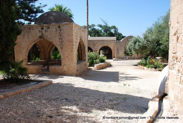 [NU900-2012-0162] Agia Napa : Fontaine octogonale surmontée d'un dôme de pierre (XVI°)
