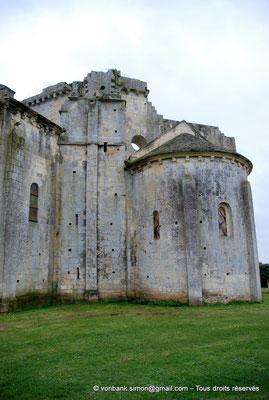 [NU904-2015-0044] 17 - Trizay - Prieuré Saint-Jean l'Évangéliste : Chevet de l'église - Absidiole Nord