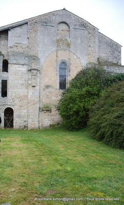[NU904-2015-0070a] 17 - Sainte-Gemme - Nef : Chevet (Mur extérieur Est de la nef venant la fermer suite à la destruction du transept et du chœur pendant les guerres de religion)