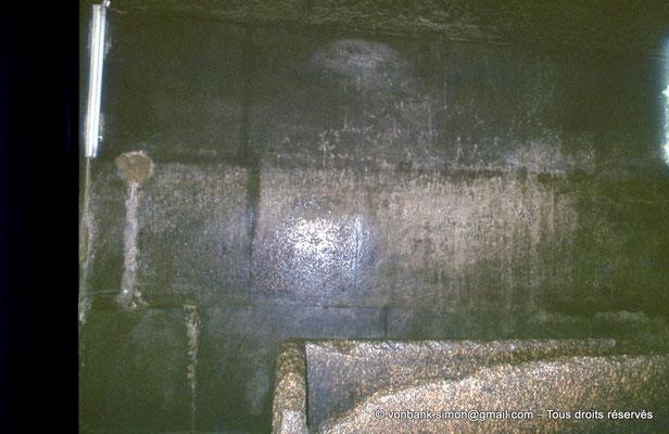 [083-1973-13] Gizeh - Khéops : La chambre du Roi et son sarcophage