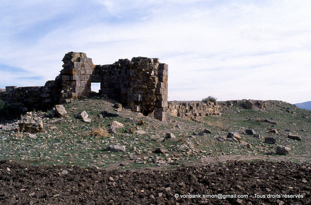 [006-1983-07] Sidi Slama (Henchir Bordj Hellal) : Forteresse byzantine - Tours et rempart